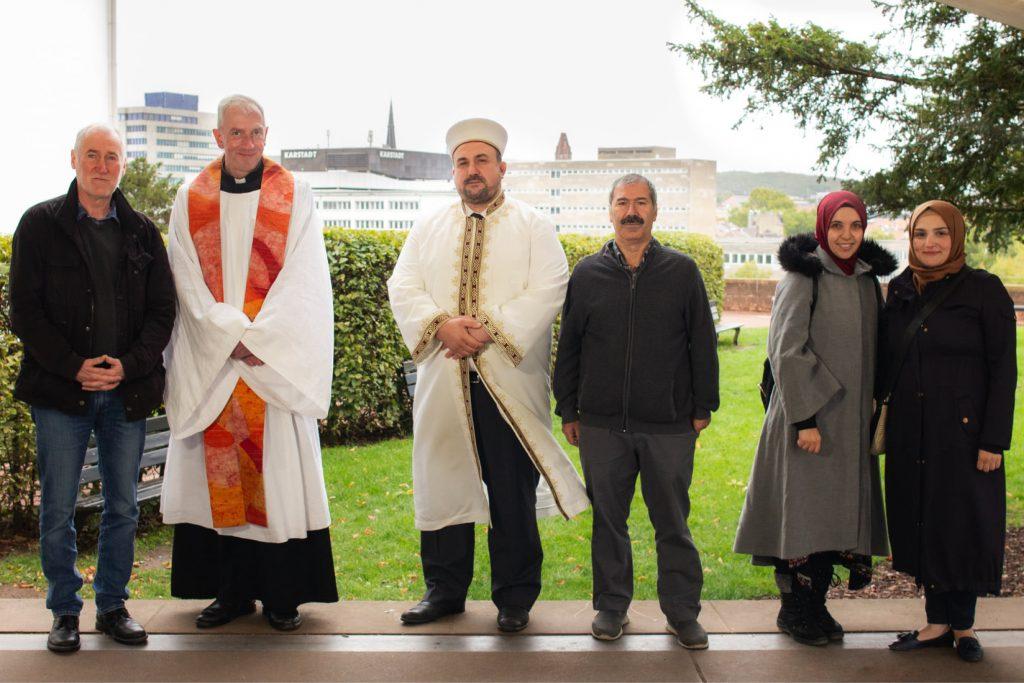 Portrait von mehreren Vertreter:innen verschiedener Religionsgemeinschaften in Saarbrücken